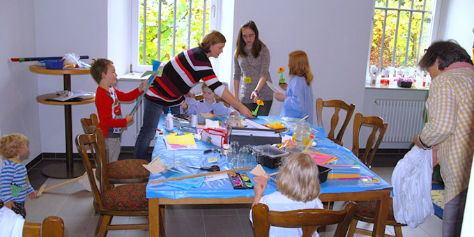 Für die Kinder gab es ein vielfältiges kreatives Angebot (Foto: Heizmann)