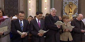 Politische Prominenz beim Dankgottesdienst (Foto: TV)