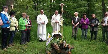 Eucharistiefeier unterwegs in der freien Natur (Foto: L.W.)