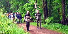 Pilgern auf dem Hermannsweg im Teutoburger Wald (Foto: Gehling)