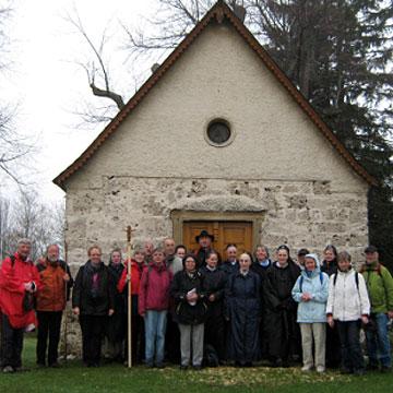 Ankunft am Ziel des Pilgerweges, der Söllenbergkappelle von Westerheim (Foto: Susanne Schenk)