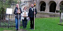 Start des Pilgerweges am Hildesheimer Dom beim 1000 Jahre alten Rosenstock (Foto: Bittner)