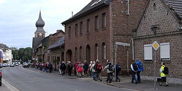 Durch Gymnich bis zur Pfarrkirche St. Kunibert (Foto: Hahn)
