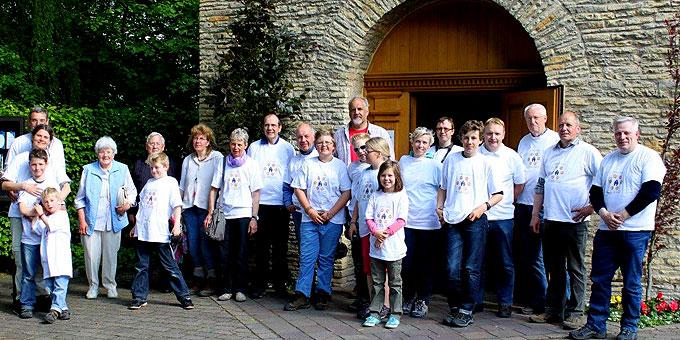 Eine der Rad-Pilgergruppen vor dem Schönstatt-Heiligtum (Foto: Jestädt)