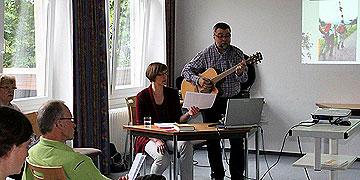 Ehepaar Monika und Bernhard Arndt beim Vortrag (Foto: Jestädt)