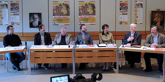 """Podium der Pressekonferenz """"100 Jahre Schönstatt"""" (Foto: Vilches)"""