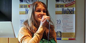 """Snike Peek: Caroline Ankenbauer präsentierte bei der Pressekonferenz erstmals zwei Lieder des Musicals """"Auf dem Hochseil"""" (Foto: Vilches)"""