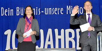 Die Moderatoren des Vormittages: Christine Scherer und David Brähler (Foto: Kröper)