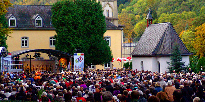 Insgesamt rund 4000 Personen kamen zum Fest nach Schönstatt (Foto: Lämmle)