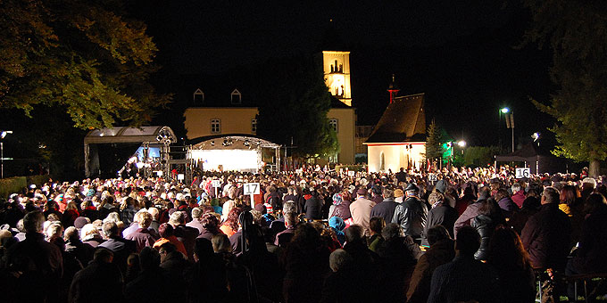 Fast 2000 Pilger sind zur Eröffnung des Jubiläumsjahres gekommen (Foto: Brehm)