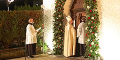"""Kardinal Rylko öffnet als """"erster Pilger"""" die Jubiläumstüre (Foto: Brehm)"""