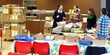 Hohe Konzentration bei der Vorbereitung der Registrierung in der Pilgerzentrale (Foto: SAL)