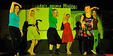 Tanzensemble (Foto: Kröper)
