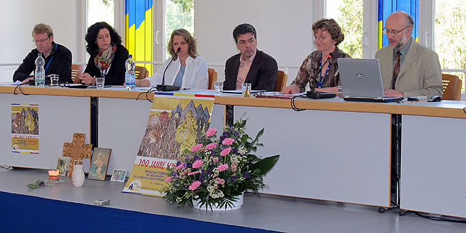 Podiumsveranstaltung in der Aula der Theologischen Hochschule (Foto: Hornung)