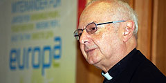 """Erzbischof Dr. Robert Zollitsch beim Deutschland-Tag des ökumenischen Netzwerkes """"Miteinander für Europa"""" (Foto: Brehm)"""
