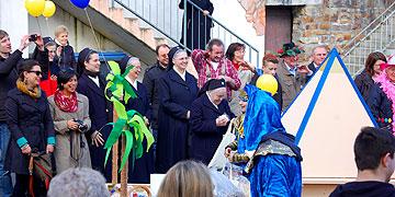 Als Zuschauer am Straßenrand: Eine Gruppe Marienschwestern(Foto: Brehm)