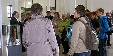 Zum Alternativprogramm gehörten u.a. Führungen in der Gedenkstätte (Foto: Kraus)