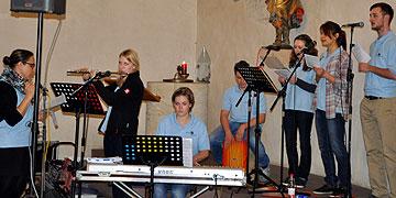 Der Kinder- und Jugendchor Sound&Spirit aus Duttenberg übernimmt die musikalische Gestaltung (Foto: SAL)