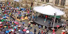 Eröffnungsfeier des Katholikentages in Regensburg im Regen (Foto: KT14 Plesker)