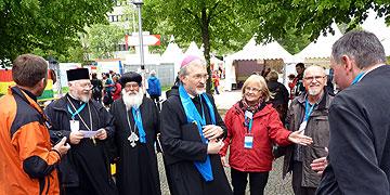 Bischof Gregor Maria Hanke OSB, Eichstätt, informierte sich über das Projekt (Foto: Leybold)
