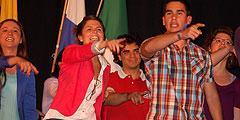 Die 2014-Volontäre machten bei der Infoveranstaltung in der Stadthalle Vallendar richtig Stimmung (Foto: Brehm)