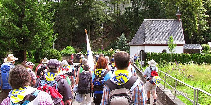 Ankunft am Ziel des Pilgerweges, der Gnadenkapelle der Dreimal Wunderbaren Mutter, Königin und Siegerin von Schönstatt (Foto: Burkard)
