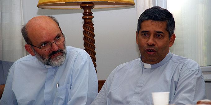 P. Jacob Nampudakam SAC, Generaloberer der Pallottiner (r) und Pater Heinrich Walter, Vorsitzender des Generalpräsidiums des Schönstatt-Werkes (Foto: Neiser)