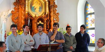 Studenten der Schönstatt-Patres aus Chile, Uruguay, Argentinien, Paraguay und Brasilien arbeiten in Rom für die Jubiläumswallfahrt (Foto: Fischer, schoenstatt.org)