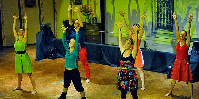 Tanzchoreografie unter Leitung von Marie-Catherine Rausch, (Foto: Kröper)