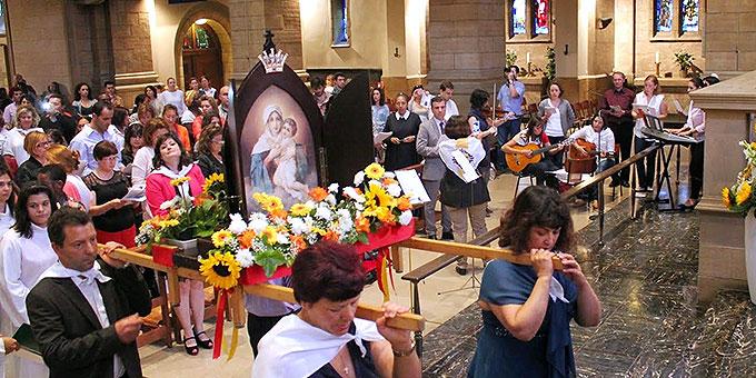 """Die Gottesmutter zieht im Bild der """"Königin der Neuevangelisierung Europas"""" in den Luxemburger Dom ein (Foto: Maria João Pacheco)"""