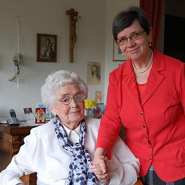 Therese Bongartz mit ihrer Generaloberin Irmgard Classen (Foto: Brehm)