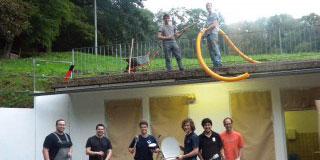 Mitglieder der Schönstatt-Mannesjugend beim Renovierungseinsatz an der Pilgerarena (Foto: SICT)