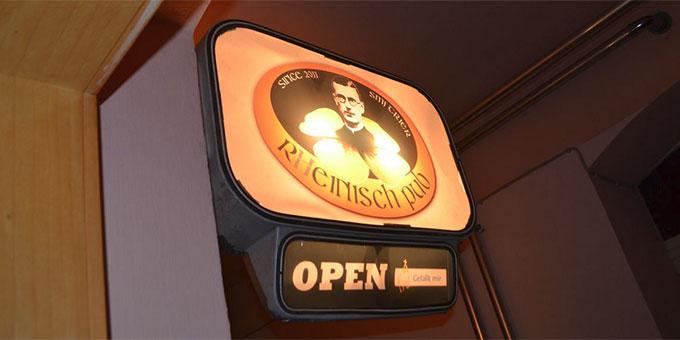 Im Untergeschoss des Bundesheimes ist der R(h)einisch-Pub zu finden (Foto: Reck)