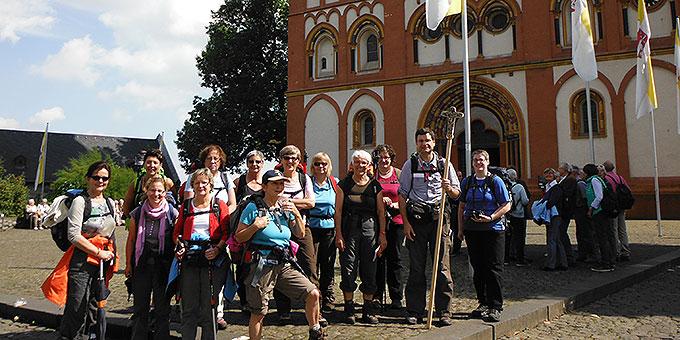 Start zum Pilgerweg nach einem Gottesdienst im Limburger Dom(Foto: Herter)