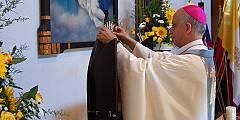 """Erzbischof Rino Fisichella krönt Maria am 08.09.2012 zur """"Königin der Neuevangelisierung Europas"""" (Foto: Brehm)"""