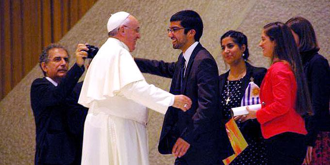 Papst Franziskus fühlte sich offensichtlich wohl (Foto: Neiser)