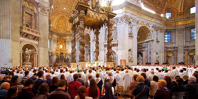 Etwa 8000 Schönstätter aus der ganzen Welt feierten die heilige Messe am Grab des heiligen Petrus mit (Foto: Brehm)