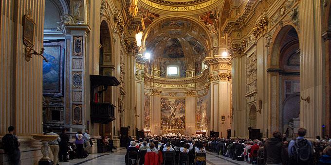 Mit fast 600 Teilnehmern waren die Plätze in der Kirche alle besetzt (Foto: Brehm)