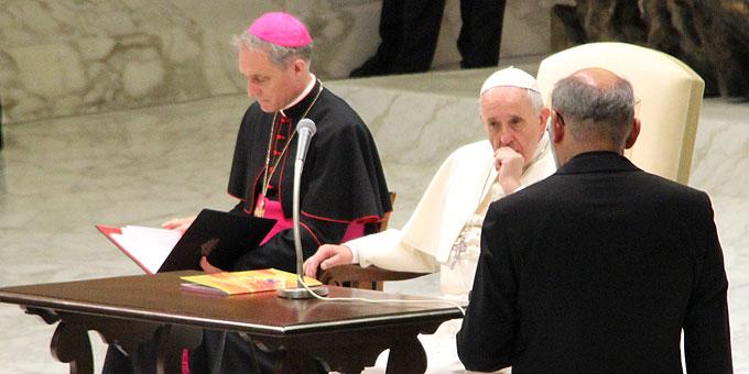 Pater Heinrich Walter dankte dem Heiligen Vater zum Schluss für seine offenen und persönlichen Worte (Foto: Brehm)
