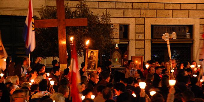 Kreuz und Ikone des Weltjugendtages waren dabei (Foto: Brehm)