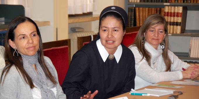 Die chilenische Delegation spricht über Projekte im Bereich der Schule (Foto: Brehm)