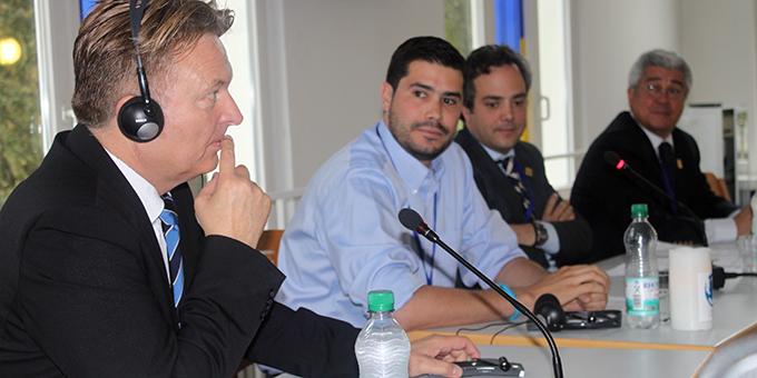 Ein Podium zu Fragen weltweiter Wirtschaftsbeziehungen(Foto: MD)