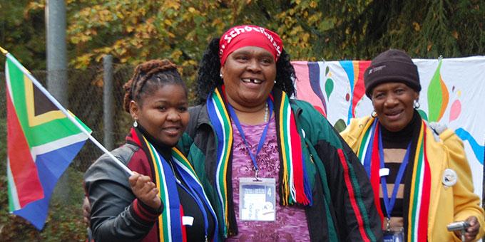 """Ein Treffen von """"Familienmitgliedern"""" aus Asien, Afrika, Australien, Amerika und Europa (Foto: Brehm)"""