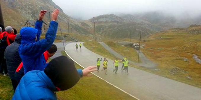 Was für ein Moment: Ankunft 2.106 m ü. M. Noch am Tag zuvor begann der Lauf auf Meereshöhe! (Foto: fackellauf2014.org)