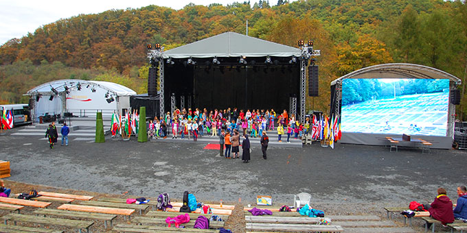 Bühnenaufbauten in der Pilgerarena (Foto: Brehm)