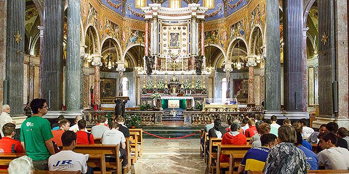 Gottesdienst in der Kathedrale von Pompeji (Foto: fackellauf2014.org)
