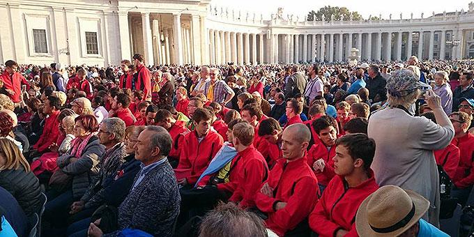 Fackelläufer bei der Audienz mit dem heiligen Vater (Foto: fackellauf2014.org)