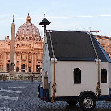 Auch das Heiligtum auf Rädern wird den Fackellauf begleiten (Foto: Albert Busch)
