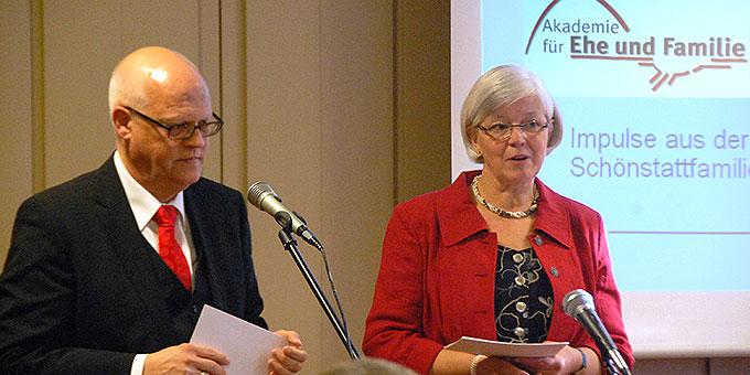 Ehepaar Angelika und Ulrich Calegari stellen die Akademie für Ehe und Familie vor (Foto: Brehm)