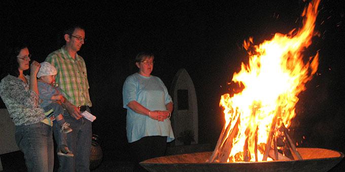 Einschaltung in die 100Jahr-Feier mit Englingfeuer, Verbrennen der Krugpost und Erneuerung des Liebesbündnisses (Foto: Andreas Guth)